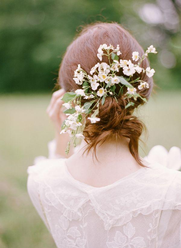 Pricheska nevesty - cvety v volosah (78)