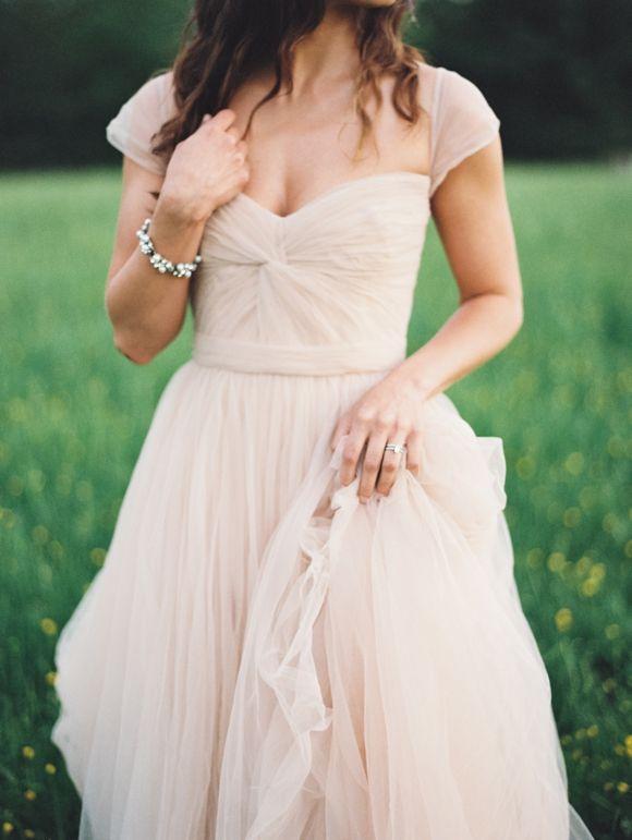 Stil svadby romantichnyi platie nevesty (174)