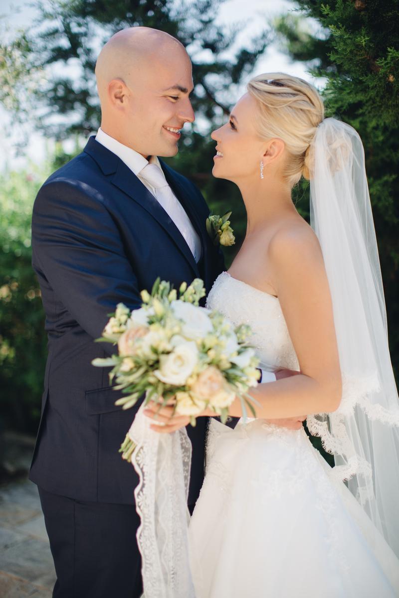 В тени оливковых деревьев: свадьба Кати и Роя