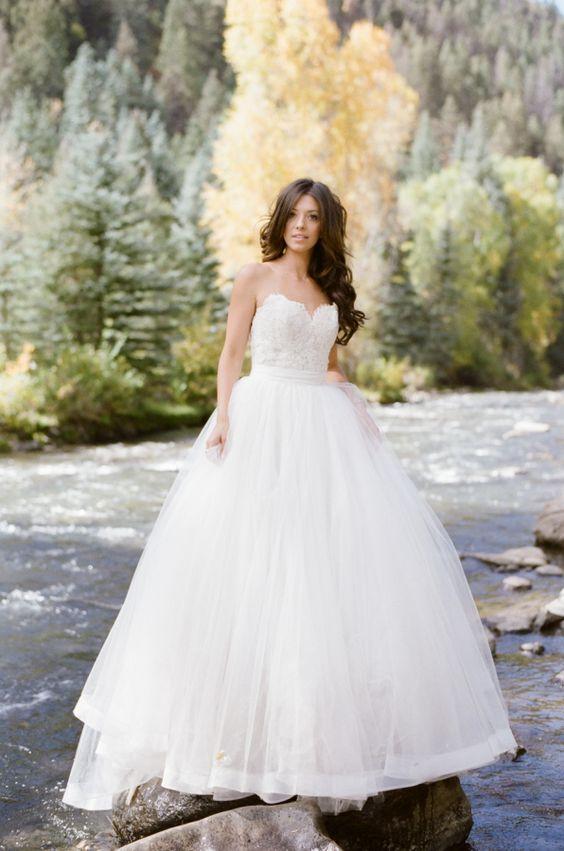 Что стиль твоего платья говорит о твоем характере и о твоей свадьбе?