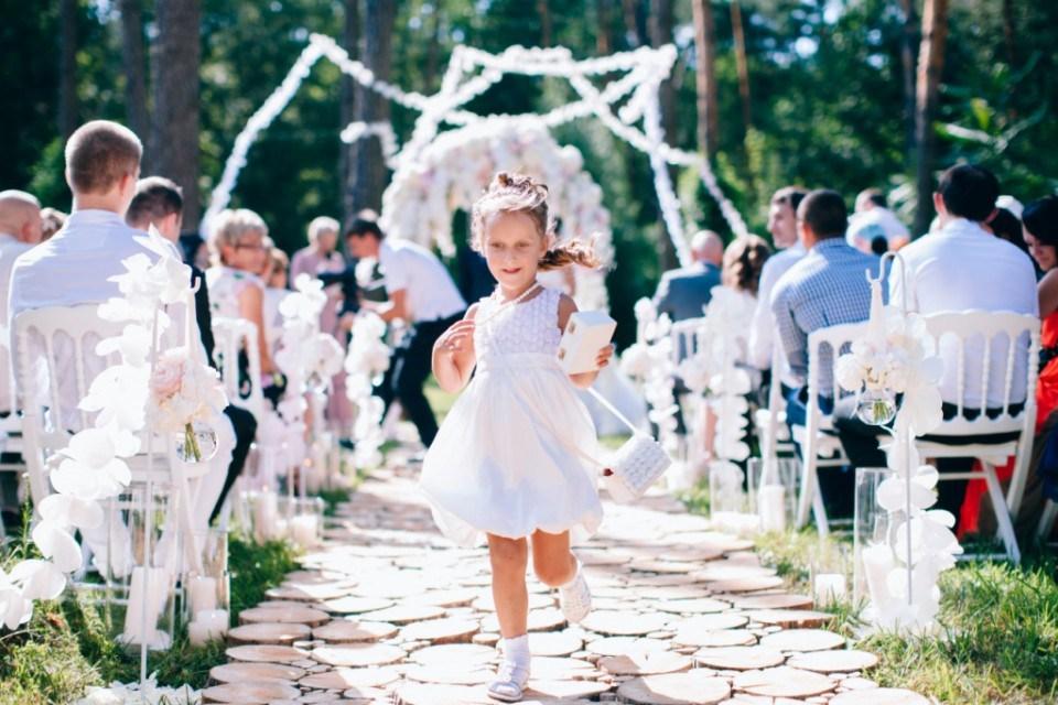Как развлечь гостей на свадьбе во время фотосессии