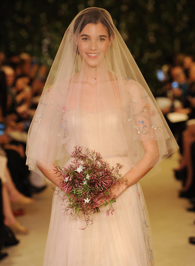 Тренды в аксессуарах невесты с подиумов Bridal Fashion Week 2016