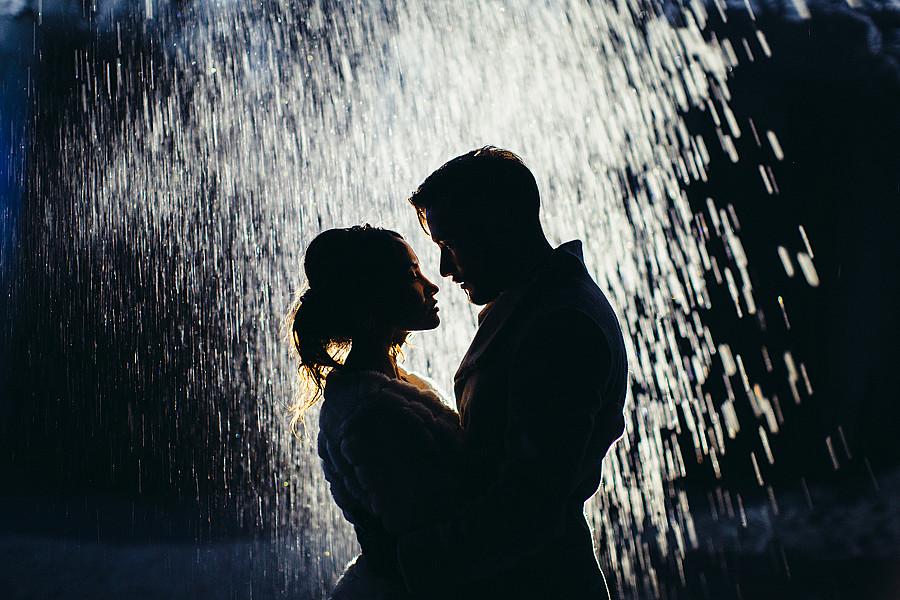 Картинки двое под дождем без зонта