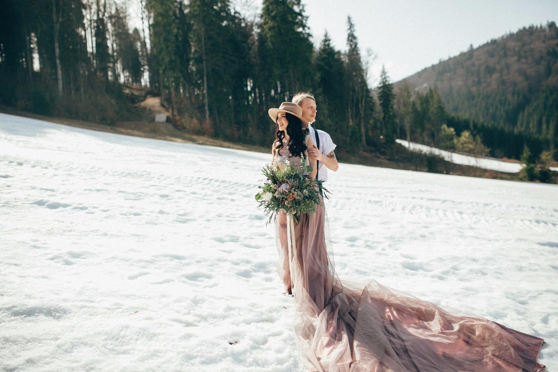 Весна в горах: стилизованная фотосессия Руслана и Алены