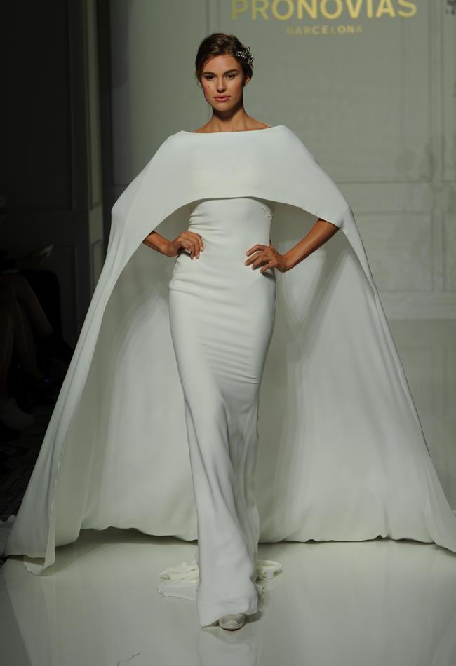 Bridal Fashion Week 2016: самые смелые и яркие платья