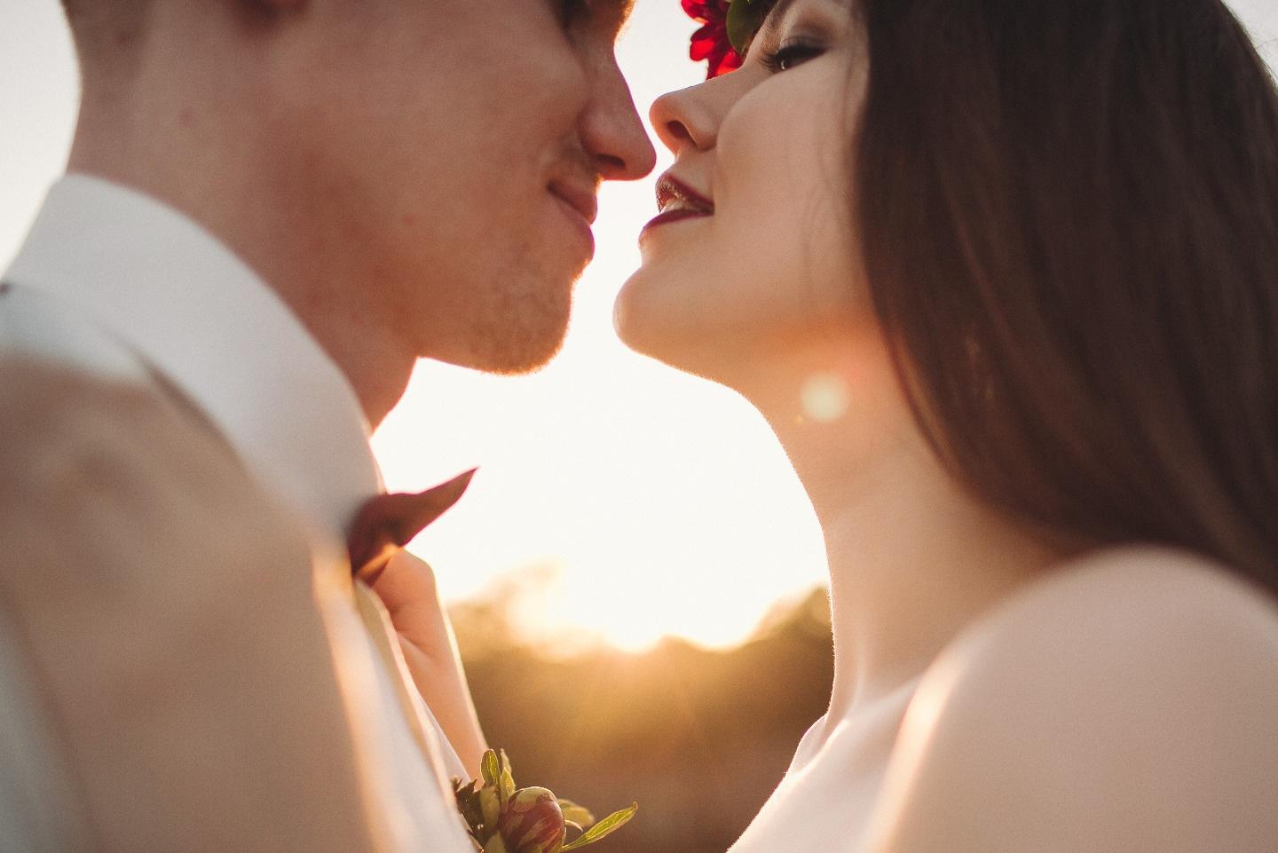 Вино и изумруд: свадьба Оли и Саши