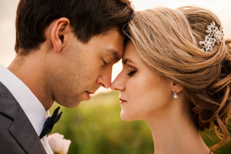 В цветах заката: свадьба Александра и Олеси