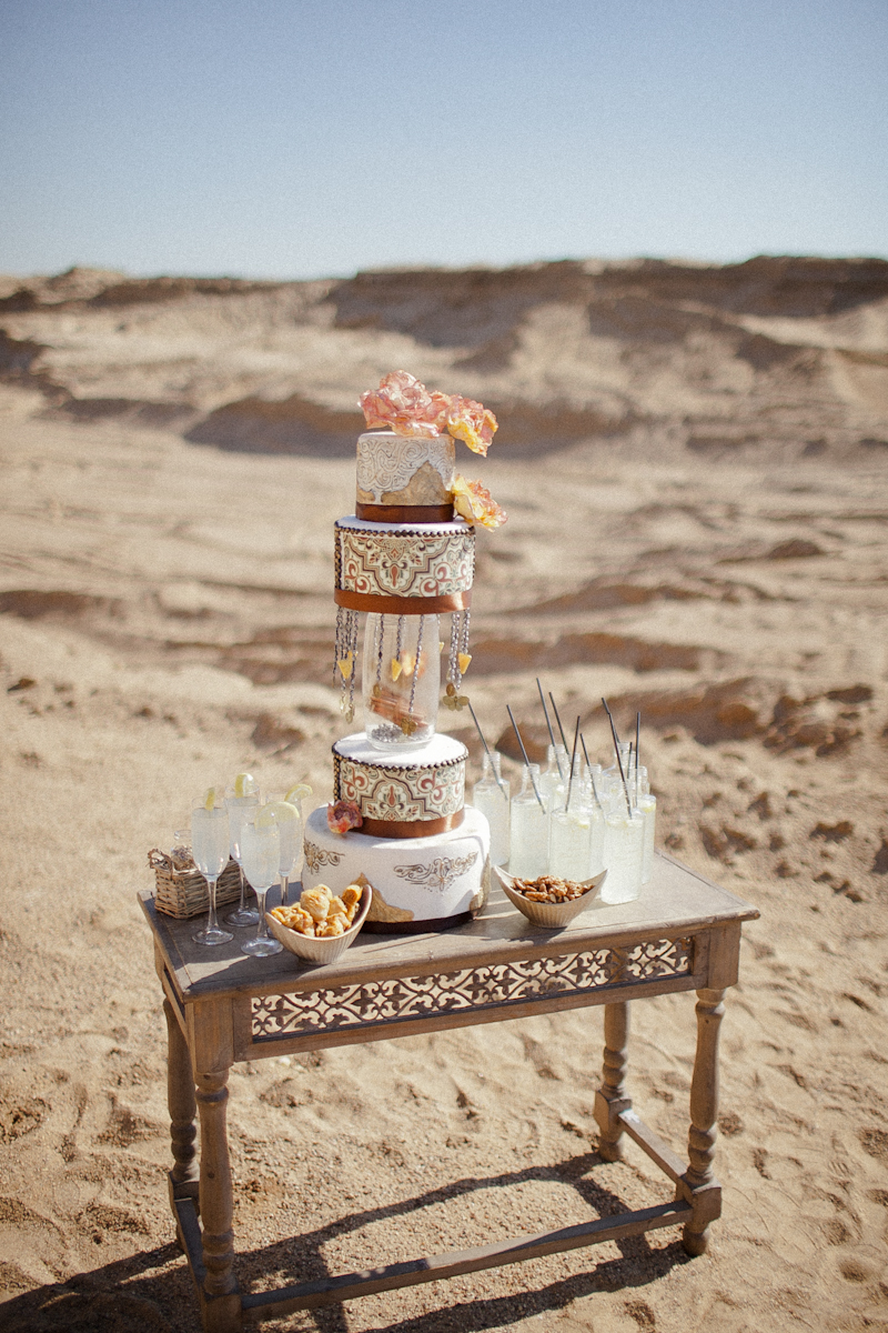Bohemian Black and Gold Wedding: стилизованная фотосессия