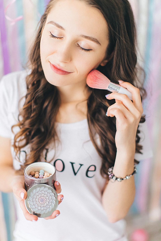 Девичник с привкусом конфет: стилизованная фотосессия